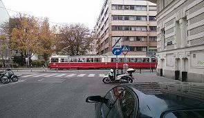 Warum sollen die Busfahrgäste hier warten?