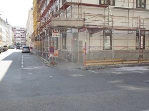 Ecke Rueppgasse/Darwingasse: Hier besteht noch Handlungsbedarf. Die Parkspur kommt zu nahe an die Kreuzung heran